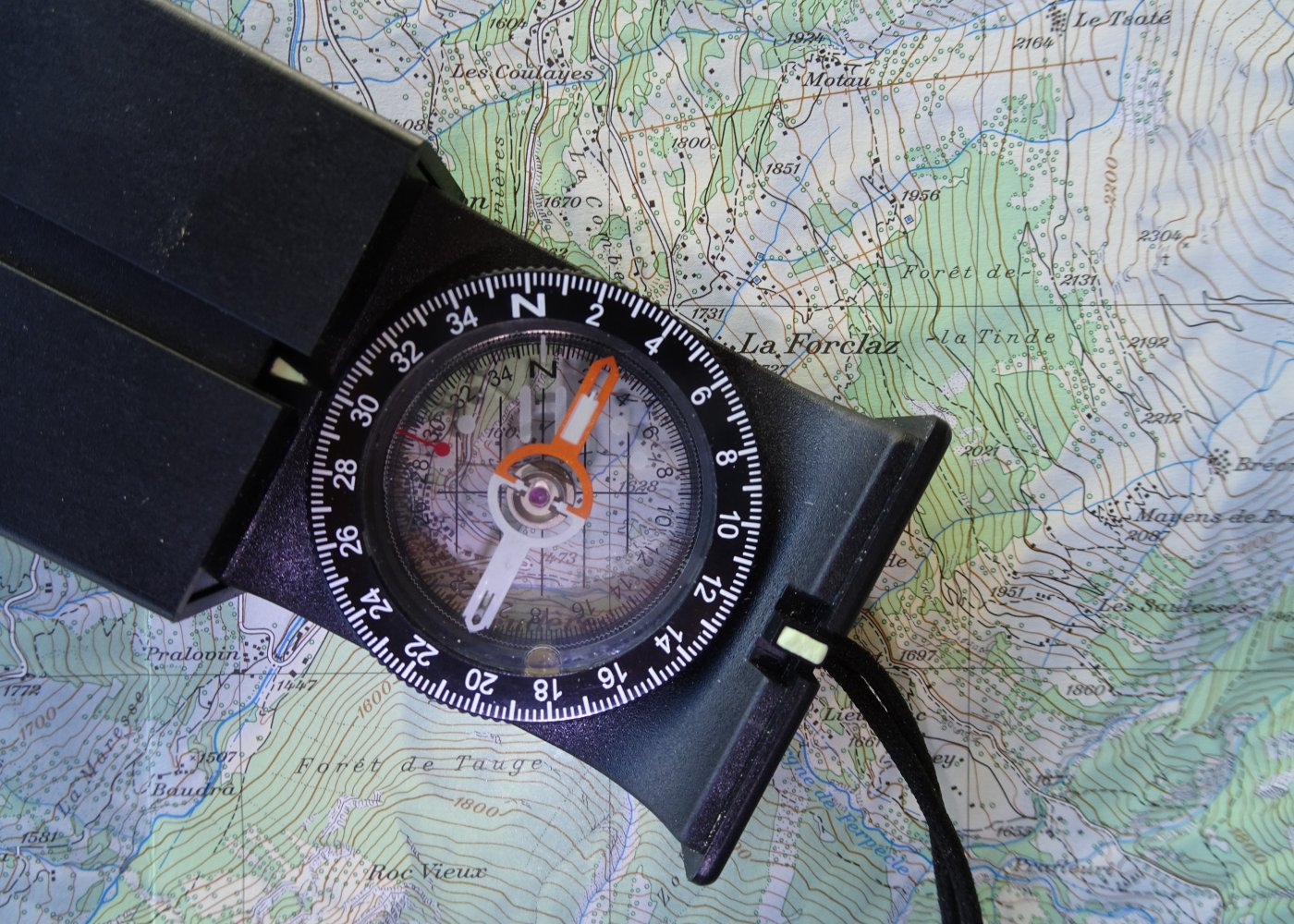 Recommended equipment for mountain hiking