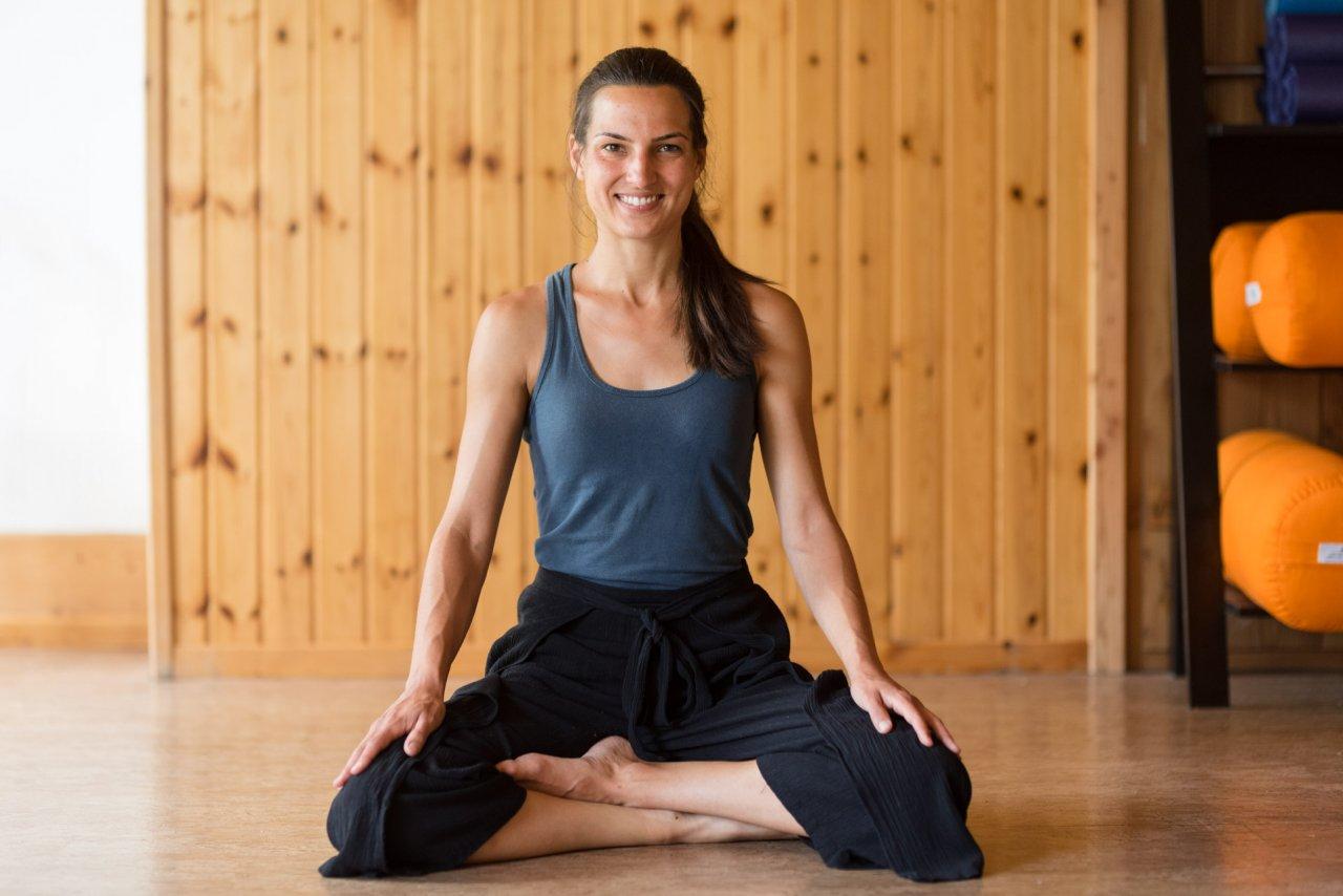 Yoga dans le pré